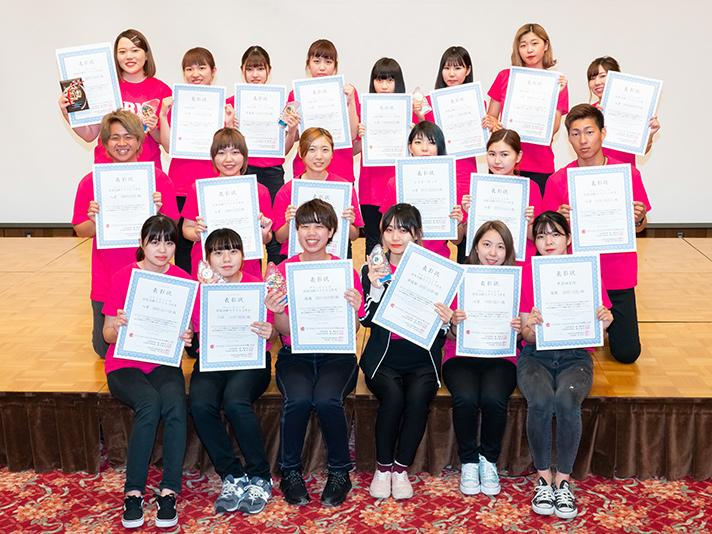 コンテストで入賞した学生たち