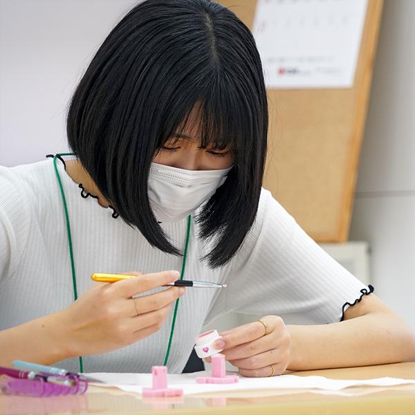 ネイルアート作りを体験するヘアカットを体験するオープンキャンパス参加者